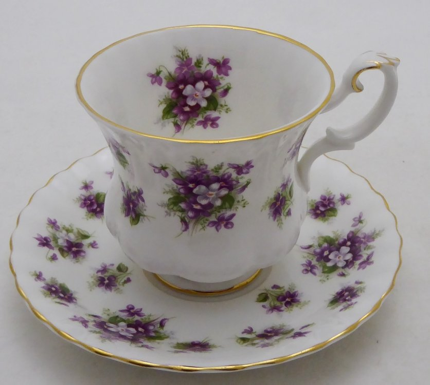 ROYAL ALBERT SWEET VIOLETS KOP EN SCHOTEL