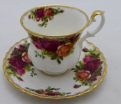 ROYAL ALBERT OLD COUNTRY ROSES KOP EN SCHOTEL